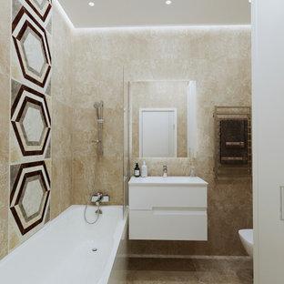 Неиссякаемый источник вдохновения для домашнего уюта: ванная комната среднего размера в современном стиле с плоскими фасадами, белыми фасадами, ванной в нише, душем над ванной, бежевой плиткой, душевой кабиной, монолитной раковиной, бежевым полом, бежевой столешницей, тумбой под одну раковину и подвесной тумбой