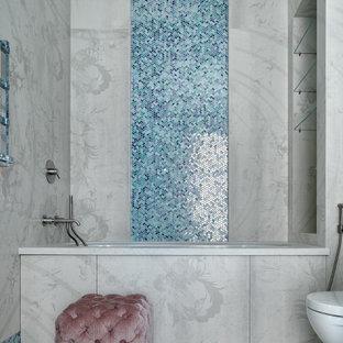 Неиссякаемый источник вдохновения для домашнего уюта: главная ванная комната в современном стиле с полновстраиваемой ванной