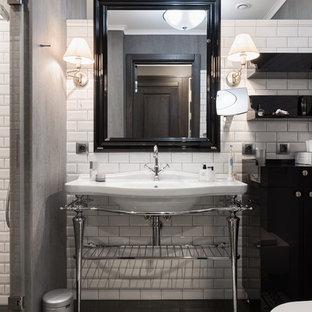 Свежая идея для дизайна: большая ванная комната в стиле неоклассика (современная классика) с белой плиткой, плиткой кабанчик, душевой кабиной, консольной раковиной и разноцветным полом - отличное фото интерьера