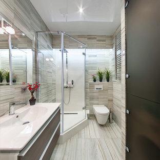 Immagine di una piccola stanza da bagno con doccia design con ante lisce, ante marroni, WC sospeso, piastrelle in gres porcellanato, pavimento con piastrelle in ceramica, porta doccia a battente, doccia ad angolo, piastrelle beige, lavabo integrato e pavimento beige