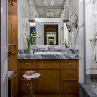 Идея дизайна: маленькая ванная комната в стиле современная классика с фасадами с утопленной филенкой, коричневыми фасадами, душем в нише, инсталляцией, белой плиткой, мраморной плиткой, белыми стенами, мраморным полом, душевой кабиной, накладной раковиной, мраморной столешницей, серым полом, открытым душем и серой столешницей