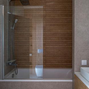 Источник вдохновения для домашнего уюта: ванная комната в современном стиле с ванной в нише