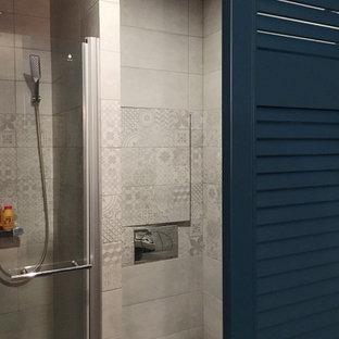 Синие двери для гардеробной и санузла