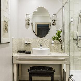 Свежая идея для дизайна: ванная комната в стиле современная классика с серыми стенами, душевой кабиной, настольной раковиной и серым полом - отличное фото интерьера