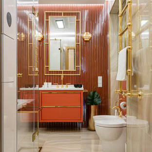 Пример оригинального дизайна интерьера: главная ванная комната в стиле современная классика с оранжевой плиткой, керамогранитной плиткой, полом из керамогранита, бежевым полом, плоскими фасадами и оранжевыми фасадами