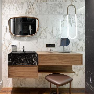 Современная московская квартира с предметами мебели mid-century
