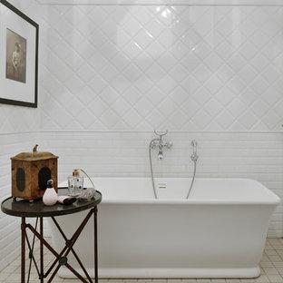 Esempio di una piccola stanza da bagno padronale boho chic con vasca freestanding, piastrelle bianche, pavimento in gres porcellanato, pavimento verde e piastrelle diamantate