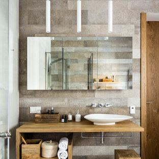 Идея дизайна: ванная комната среднего размера в современном стиле с открытыми фасадами, керамической плиткой, полом из керамогранита, душевой кабиной, столешницей из дерева, коричневой столешницей, фасадами цвета дерева среднего тона и настольной раковиной