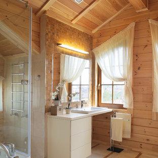 モスクワの大きいカントリー風おしゃれな浴室 (白いキャビネット、茶色いタイル、モザイクタイル、ベージュの壁、ベージュの床) の写真