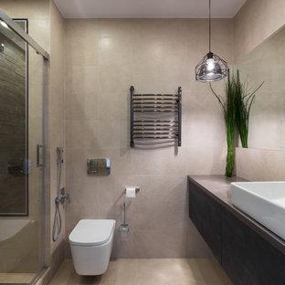 На фото: ванная комната в современном стиле с плоскими фасадами, темными деревянными фасадами, душем в нише, бежевыми стенами, настольной раковиной, бежевым полом, душем с раздвижными дверями и серой столешницей