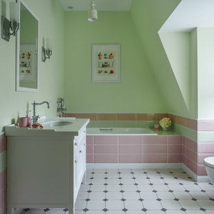 На фото: детская ванная комната среднего размера в стиле современная классика с белыми фасадами, раздельным унитазом, зеленой плиткой, розовой плиткой, каменной плиткой, полом из керамической плитки, столешницей из искусственного камня, разноцветным полом, накладной ванной, зелеными стенами и врезной раковиной с