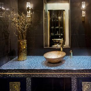 Idee per una grande stanza da bagno contemporanea con pareti nere, lavabo a bacinella, top piastrellato e piastrelle nere
