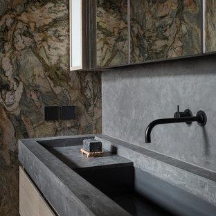 На фото: большая ванная комната в стиле лофт с мраморной плиткой, серыми стенами, монолитной раковиной, столешницей из бетона и серой столешницей с