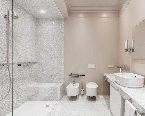 bad mit gefliestem waschtisch und wandtoilette ideen. Black Bedroom Furniture Sets. Home Design Ideas