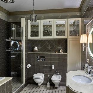 На фото: главная ванная комната в стиле современная классика с биде, серой плиткой и врезной раковиной с
