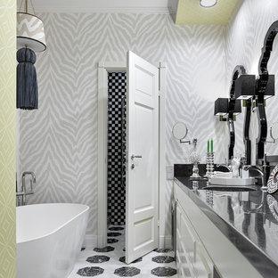 На фото: главные ванные комнаты в стиле фьюжн с белыми фасадами, отдельно стоящей ванной, монолитной раковиной, разноцветным полом и разноцветными стенами