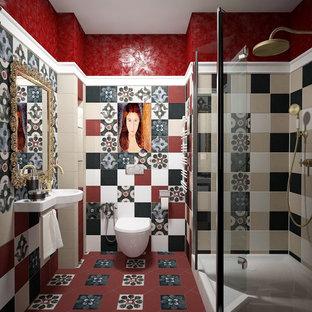 Stilmix Duschbad mit Eckdusche, Wandtoilette, farbigen Fliesen, bunten Wänden und Wandwaschbecken in Sonstige