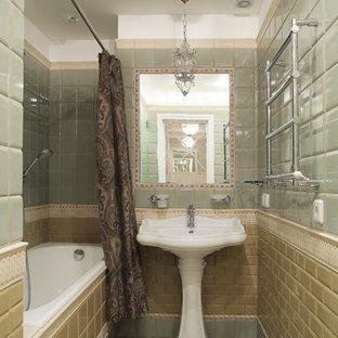 На фото: главная ванная комната в стиле современная классика с ванной в нише, душем над ванной, желтой плиткой, зеленой плиткой, плиткой мозаикой, раковиной с пьедесталом, зеленым полом и шторкой для душа с