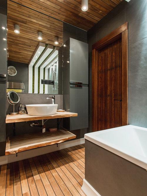 Bagno contemporaneo con pavimento in legno verniciato - Bagno pavimento legno ...