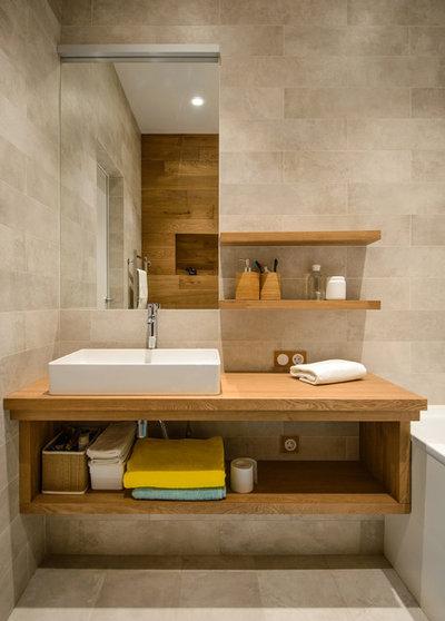 コンテンポラリー 浴室 by Фотограф Rozonova