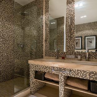 На фото: ванная комната в современном стиле с открытыми фасадами, коричневыми фасадами, душем в нише, коричневой плиткой, плиткой мозаикой, врезной раковиной, душевой кабиной и открытым душем с