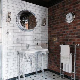 Свежая идея для дизайна: ванная комната в стиле лофт с белой плиткой, плиткой кабанчик, коричневыми стенами, консольной раковиной и белым полом - отличное фото интерьера