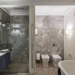 На фото: главная ванная комната среднего размера в стиле современная классика с фасадами с утопленной филенкой, синими фасадами, душем без бортиков, биде, серой плиткой, полом из мозаичной плитки, мраморной столешницей, разноцветным полом, душем с распашными дверями, врезной раковиной, мраморной плиткой и разноцветными стенами с