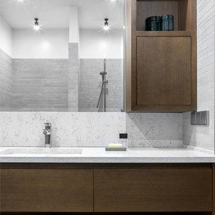 На фото: со средним бюджетом ванные комнаты среднего размера в современном стиле с плоскими фасадами, серой плиткой, душевой кабиной, керамогранитной плиткой, столешницей из кварцита, белой столешницей, темными деревянными фасадами и врезной раковиной