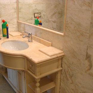 Foto di un'ampia stanza da bagno padronale chic con ante con bugna sagomata, ante beige, piastrelle beige, piastrelle di marmo, pareti rosa, pavimento in marmo, lavabo sottopiano, top in onice, pavimento rosa e top rosa