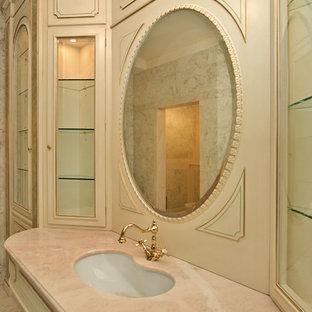 Ispirazione per un'ampia stanza da bagno padronale chic con ante con bugna sagomata, ante beige, piastrelle beige, piastrelle di marmo, pareti rosa, pavimento in marmo, lavabo sottopiano, top in onice, pavimento rosa e top rosa