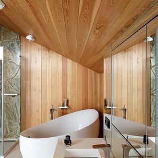 На фото: ванные комнаты в современном стиле с коричневыми стенами и монолитной раковиной