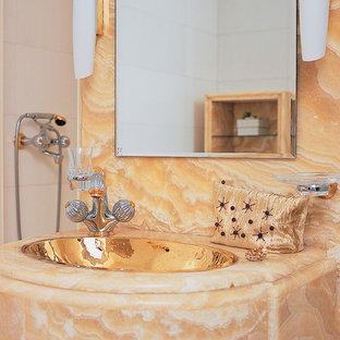 Esempio di una stanza da bagno con doccia classica di medie dimensioni con lastra di pietra, pavimento in marmo, top in onice, lavabo da incasso, doccia alcova e piastrelle arancioni