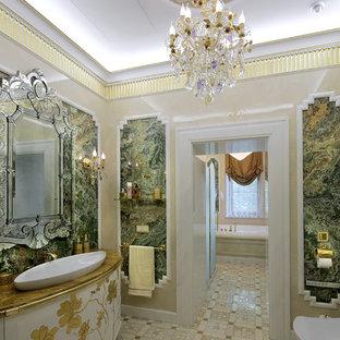 На фото: главная ванная комната в классическом стиле с фасадами островного типа, белыми фасадами, накладной ванной, разноцветными стенами, настольной раковиной и бежевым полом с