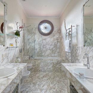Пример оригинального дизайна: ванная комната среднего размера в современном стиле с мраморной плиткой, мраморным полом, душевой кабиной, бежевыми фасадами, ванной в нише, душем над ванной, бежевой плиткой, бежевыми стенами, накладной раковиной, бежевым полом и бежевой столешницей