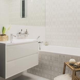 Свежая идея для дизайна: маленькая главная ванная комната в современном стиле с плоскими фасадами, белыми фасадами, белой плиткой, керамической плиткой, полом из керамогранита, столешницей из искусственного камня, белым полом, ванной в нише и монолитной раковиной - отличное фото интерьера