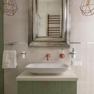 На фото: ванная комната в современном стиле с зелеными фасадами, белой плиткой, настольной раковиной и душевой кабиной с