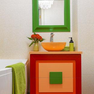Imagen de cuarto de baño principal, bohemio, con lavabo sobreencimera y suelo multicolor