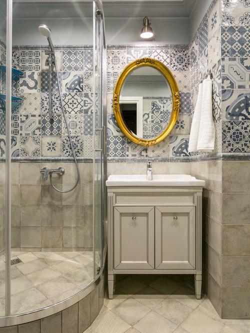 salle de bain avec des portes de placard beiges et un carrelage bleu photos et id es d co de. Black Bedroom Furniture Sets. Home Design Ideas