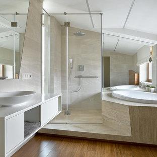 На фото: главная ванная комната в современном стиле с плоскими фасадами, белыми фасадами, накладной ванной, настольной раковиной, коричневым полом, душем с распашными дверями, белой столешницей, душем без бортиков, биде, бежевыми стенами и паркетным полом среднего тона с