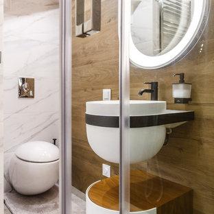 Свежая идея для дизайна: ванная комната в современном стиле с белыми фасадами, инсталляцией, душевой кабиной, подвесной раковиной и серым полом - отличное фото интерьера