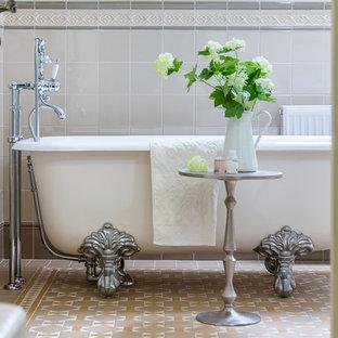 Удачное сочетание для дизайна помещения: главная ванная комната в классическом стиле с ванной на ножках - самое интересное для вас