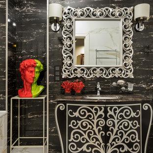 Пример оригинального дизайна: ванная комната среднего размера в современном стиле с фасадами островного типа, черными фасадами, черной плиткой, душевой кабиной, врезной раковиной, бежевым полом и черной столешницей