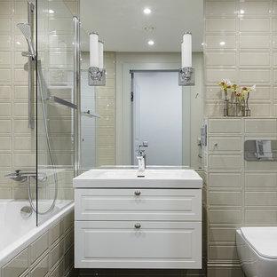 Стильный дизайн: главная ванная комната среднего размера в стиле современная классика с фасадами с выступающей филенкой, белыми фасадами, коричневым полом, накладной ванной, душем над ванной, инсталляцией, бежевой плиткой, бежевыми стенами и консольной раковиной - последний тренд