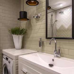 Свежая идея для дизайна: ванная комната в скандинавском стиле с плоскими фасадами, белыми фасадами, серой плиткой и монолитной раковиной - отличное фото интерьера