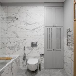 Выдающиеся фото от архитекторов и дизайнеров интерьера: главная ванная комната в современном стиле с инсталляцией, серой плиткой, серыми стенами и серым полом
