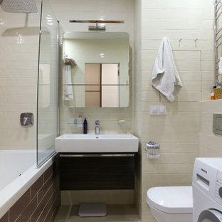 Источник вдохновения для домашнего уюта: маленькая ванная комната в современном стиле с плоскими фасадами, коричневыми фасадами, полновстраиваемой ванной, душем над ванной, инсталляцией, бежевыми стенами, монолитной раковиной, открытым душем, белой плиткой, плиткой мозаикой, душевой кабиной, серым полом, белой столешницей и фартуком