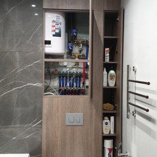 Ispirazione per una piccola stanza da bagno padronale minimal con ante lisce, ante marroni, vasca freestanding, WC sospeso, pistrelle in bianco e nero, piastrelle in gres porcellanato, pareti grigie, pavimento in gres porcellanato, pavimento grigio, toilette e pareti in legno