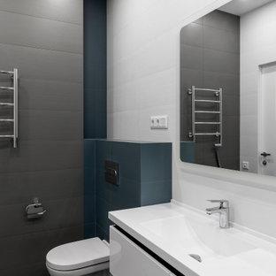 Идея дизайна: ванная комната среднего размера в современном стиле с плоскими фасадами, белыми фасадами, инсталляцией, синими стенами, полом из керамогранита, душевой кабиной, монолитной раковиной, серым полом и белой столешницей