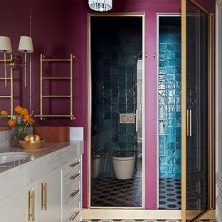 Идея дизайна: большая ванная комната в стиле современная классика с инсталляцией, фиолетовыми стенами, душевой кабиной, врезной раковиной, разноцветным полом, тумбой под одну раковину, встроенной тумбой, фасадами с утопленной филенкой, белыми фасадами, душем в нише, душем с распашными дверями, белой столешницей и унитазом