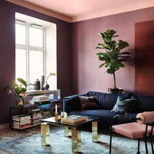 Foto de salón para visitas abierto, escandinavo, sin televisor, con paredes púrpuras